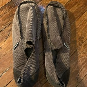 Men's Crocs, brown corduroy, size 12